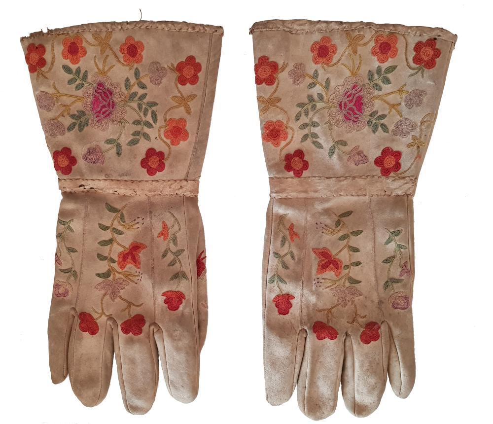 La Remise Aux Tissus Lyon silk embroidered gloves 1890