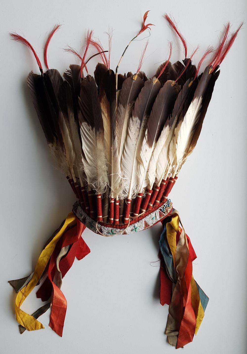 La Remise Aux Tissus Lyon hairdressing of 26 eagle feathers 1950