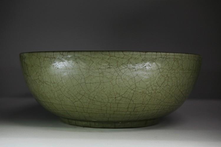 Large Yuan Dynasty Longquan celadon Bowl