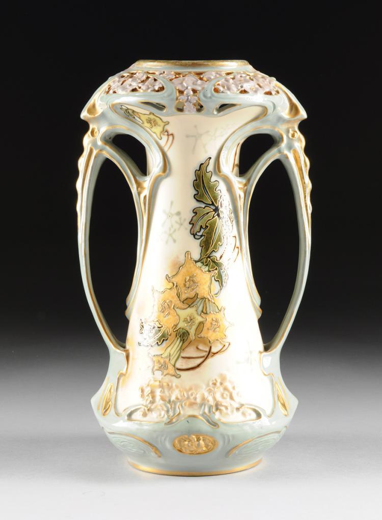 AN ERNST WAHLISS ART NOUVEAU PORCELAIN VASE, TURN TEPLITZ, BOHEMIA, CIRCA 1900-1910,