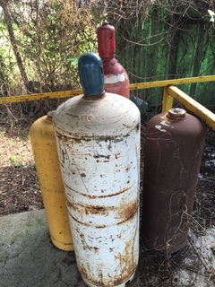 Lot of 4 gas bottle
