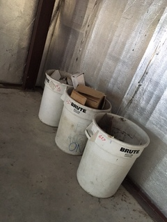 3 brute trash cans