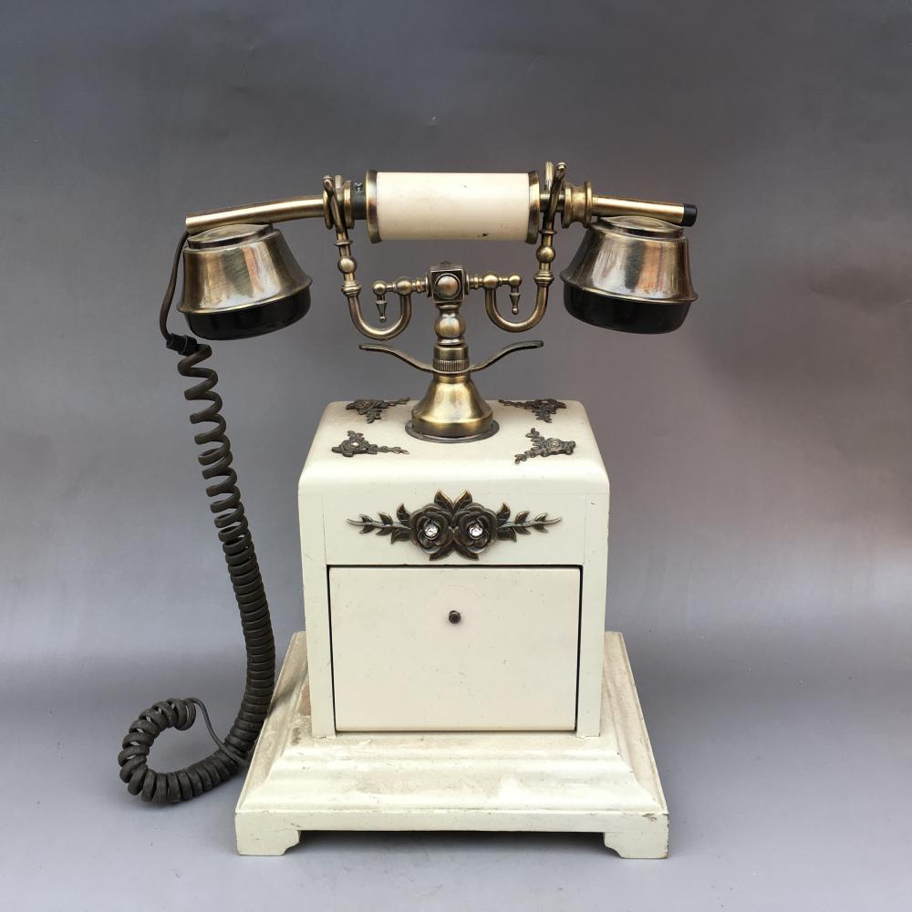 Nice old telephone