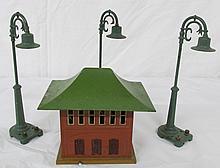 4pc  Lionel Lamp Posts, Lionel  Illuminated Signal tower