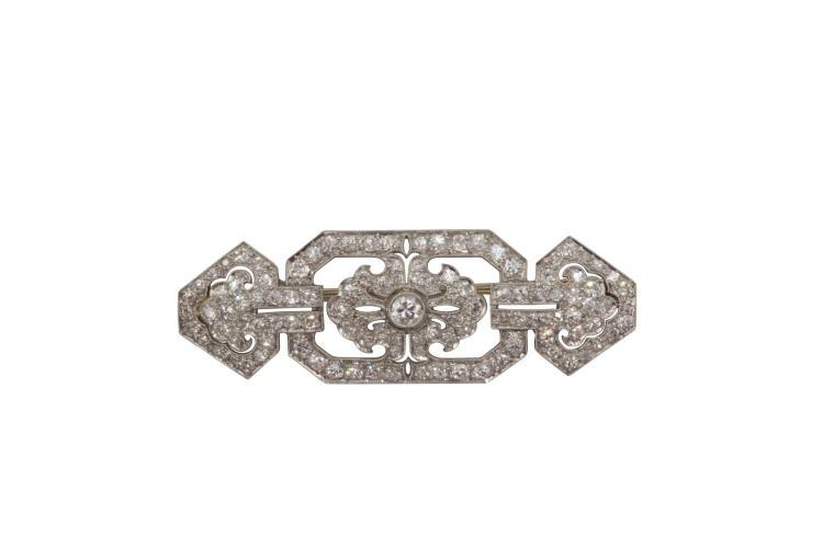 Broche en platine sertie de 101 diamants repr. 2.17 carats et un diamant représentant 0.16 carat. Art déco Avec attestation pour valeur d'assurance à CHF 7'600.- Platinium diamond (approx. 2,17k) brooch