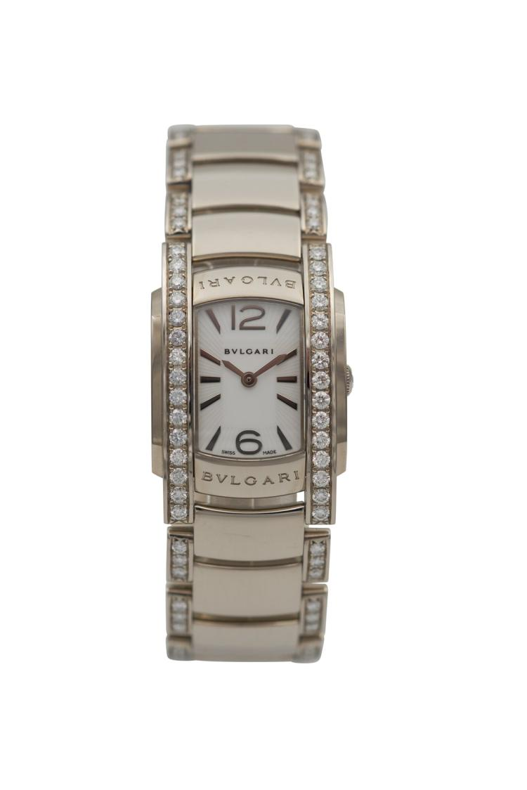 Montre BULGARI en or gris 750 avec bracelet or, boîte et bracelet entièrement sertis de diamants. Neuve. Poids total 97 gr A lady's 18k silver gold watch, fully diamond-set