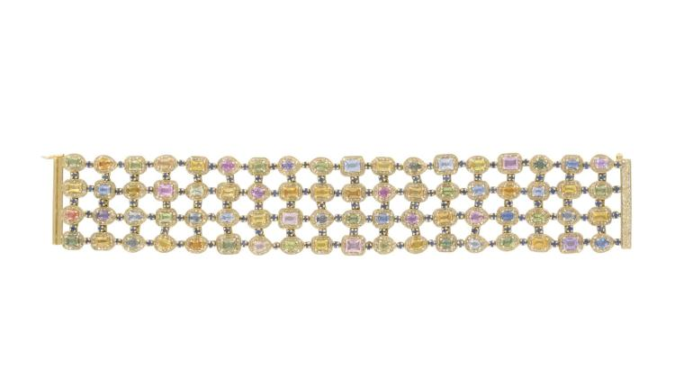 Bracelet en or jaune 750, serti de 72 saphirs représentant 21.6 carats et 1152 saphirs jaunes représentant 5.88 carats, 128 saphirs bleus représen-tant 4.99 carats Longueur 18,5 cm