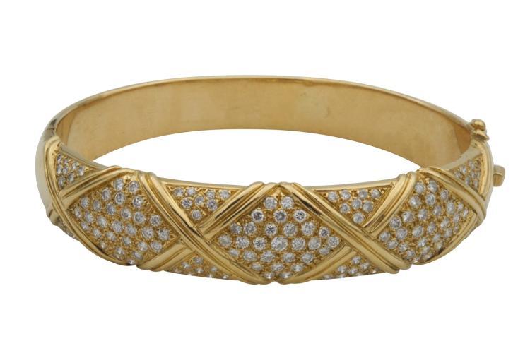 Bracelet rigide en or jaune 750, serti de 3,12 carats de diamants Poids total 47,8 gr Avec attestation pour valeur d'assurance à CHF 15'200.-