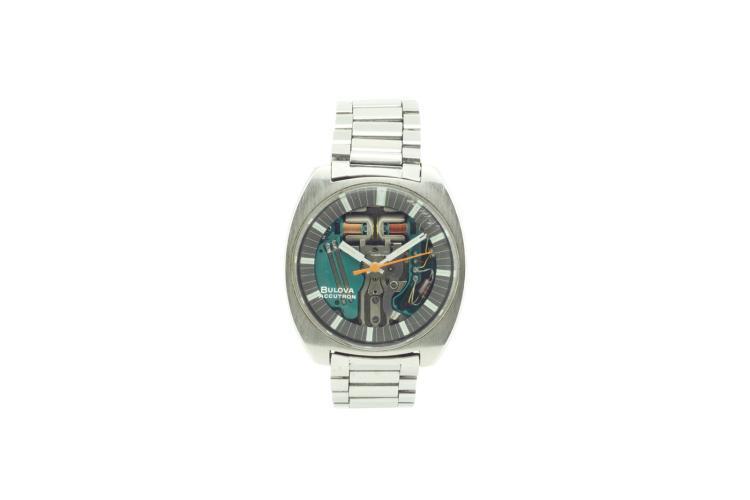 Montre BULOVA Accutron en acier,mouvement électrique, des années 1970, en l'état. Diamètre 26 cm A stainless steel men's wristwatch