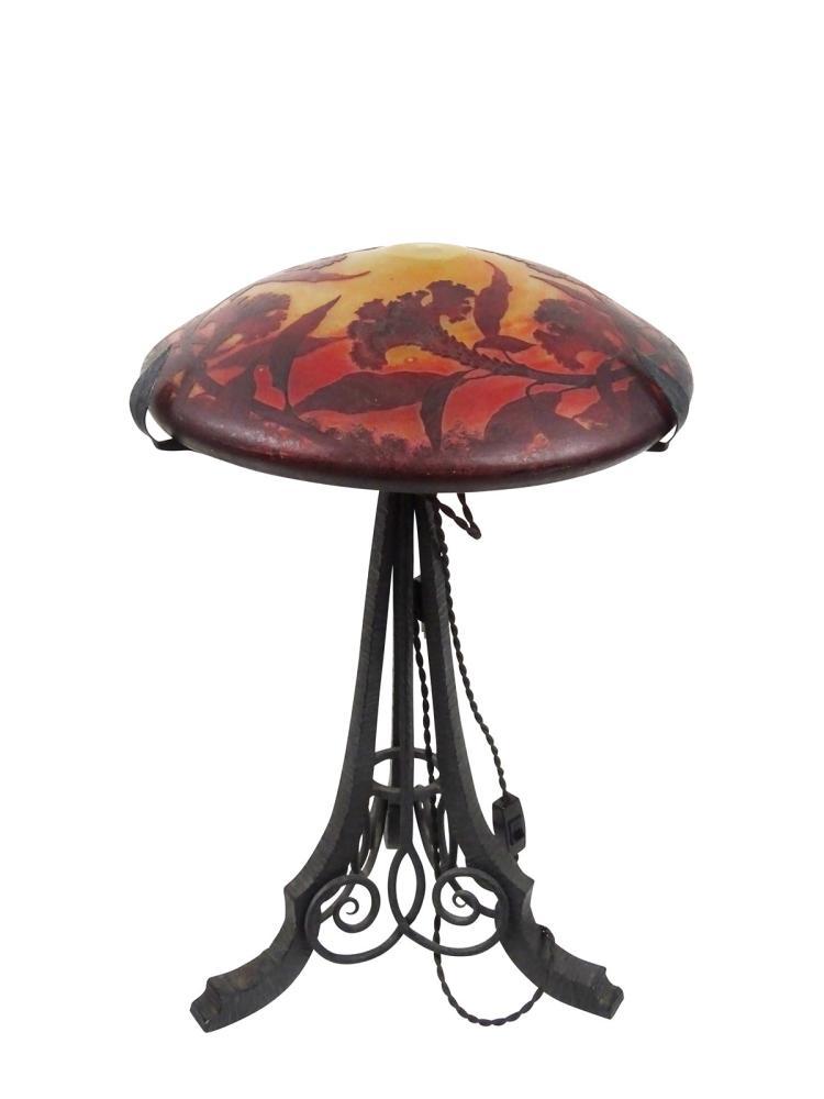 daum lampe lampe daum nancy avec pied en fer forg diame. Black Bedroom Furniture Sets. Home Design Ideas