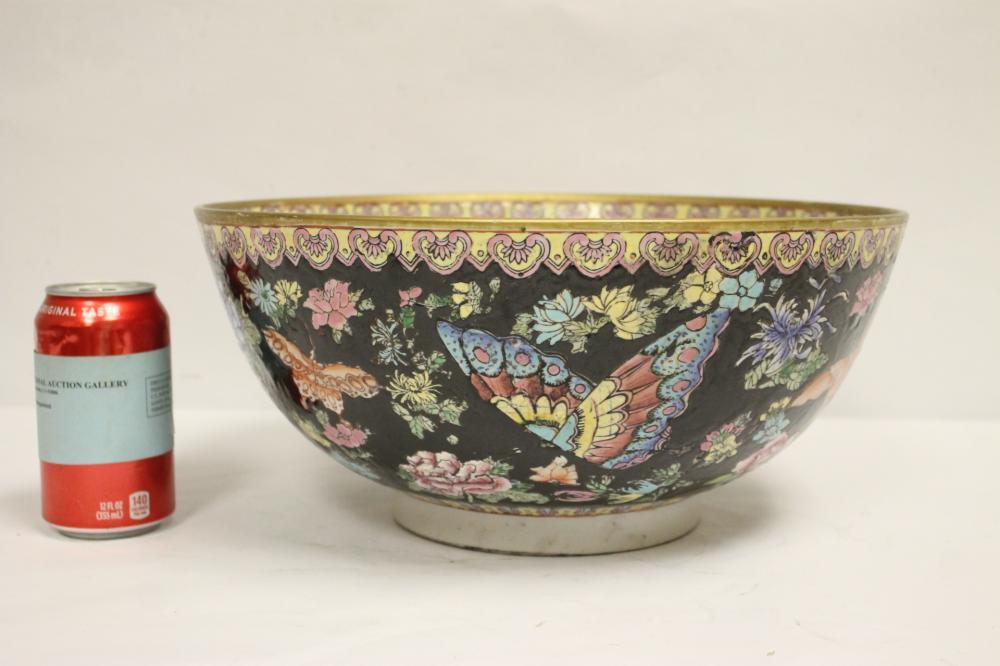 Chinese large famille rose porcelain bowl