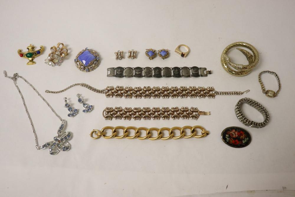 Lot of fancy costume jewelry