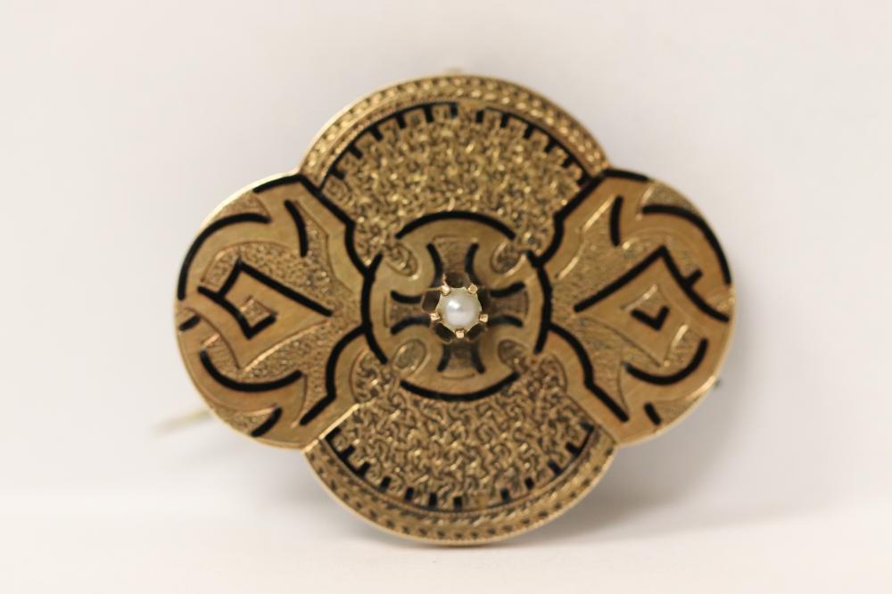 beautiful Victorian enamel 14K rose gold brooch