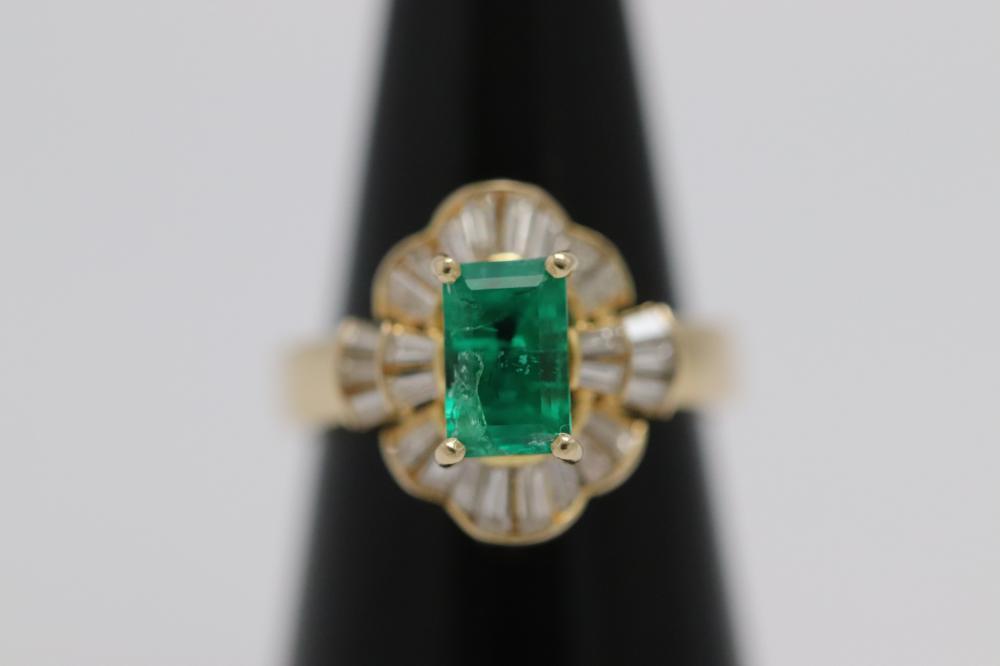 Beautiful 18K Y/G emerald diamond ring