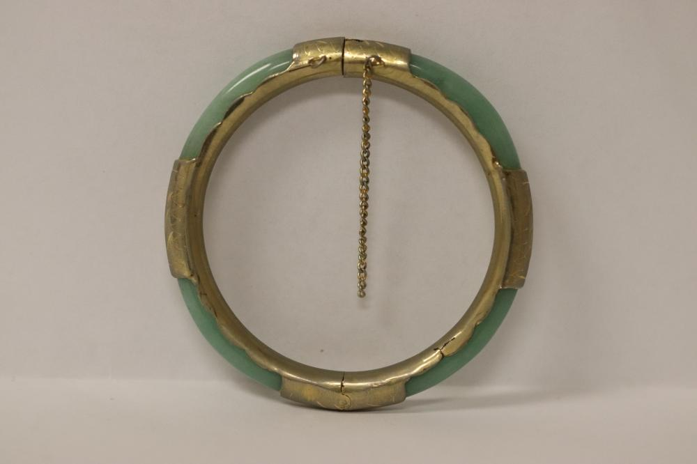 Chinese vintage bangle bracelet with jadeite