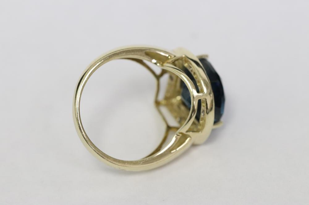 10K Y/G ring w/ deep blue topaz & diamonds