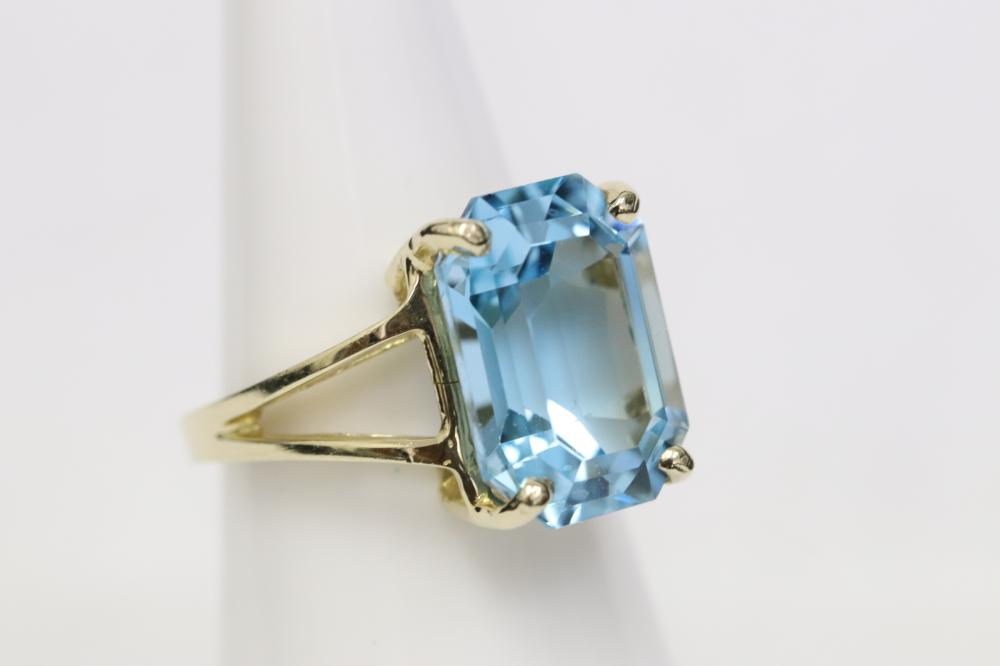 10K Y/G ring set with a step cut blue topaz