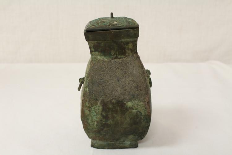 Archaic bronze wine vessel
