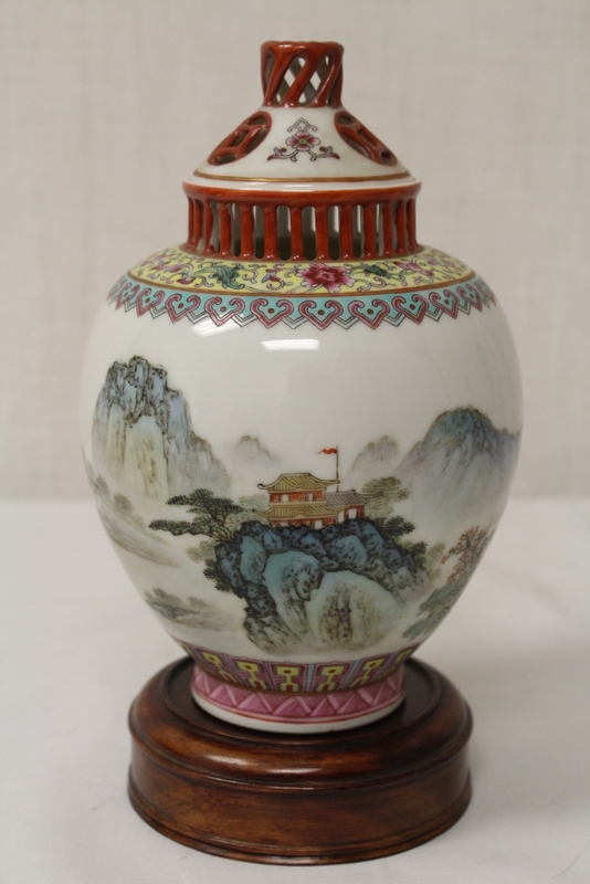 Chinese famille rose covered jar, Qianlong mark