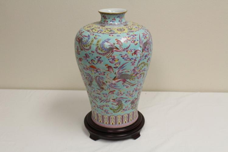 Lg Chinese famille rose jar, Qianglong mark