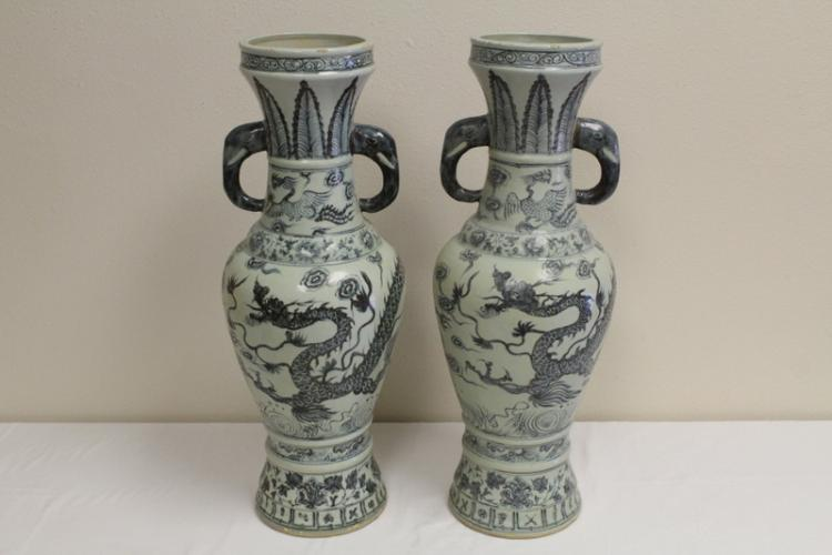 Pr important Chinese b&w porcelain vases