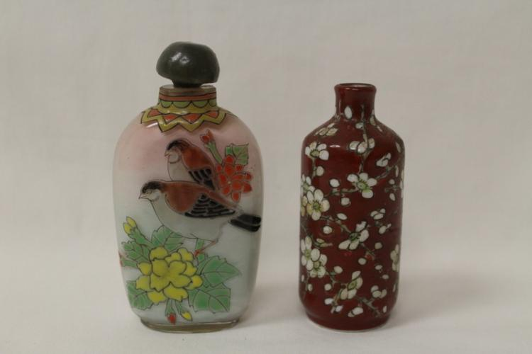 2 Chinese snuff bottles