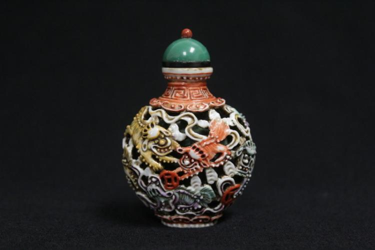 2 layer jacket porcelain snuff bottle, Jiaqing mark