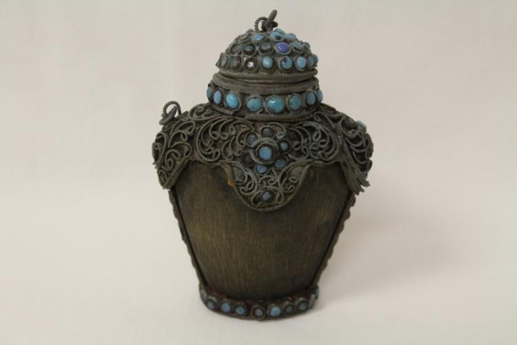 A possible horn snuff bottle