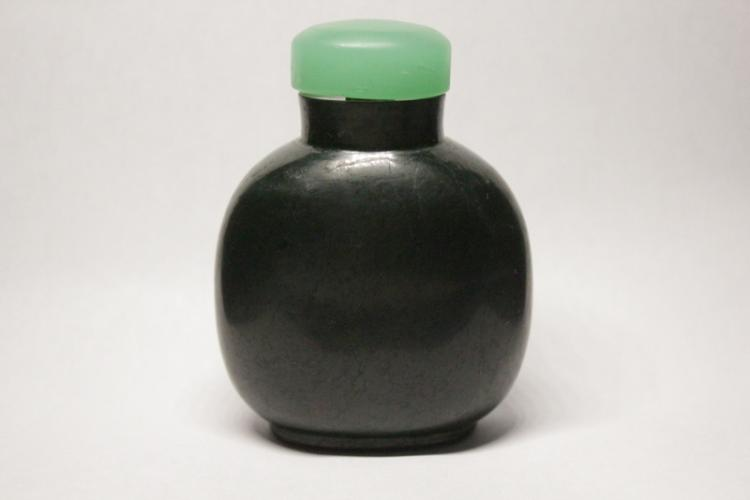 Chinese antique natural color jadeite snuff bottle