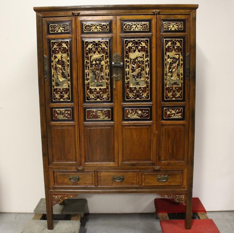 A beautiful Chinese large 18th/19th century cabinet