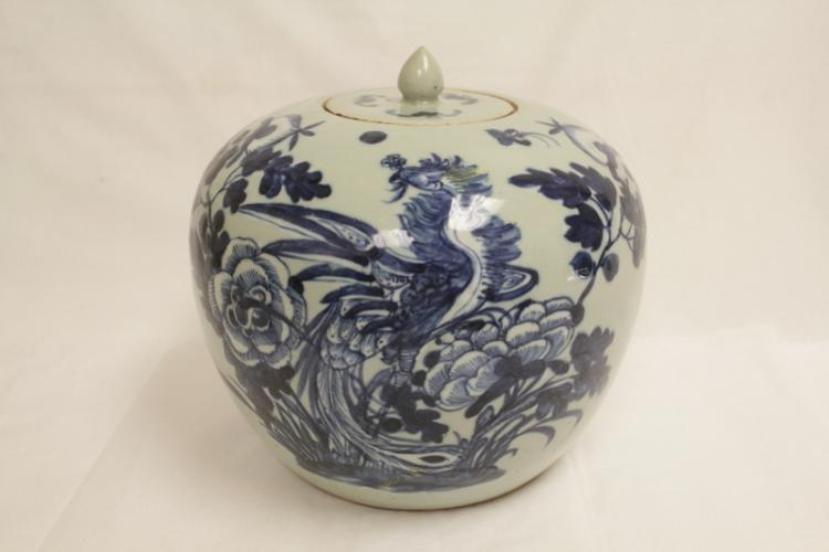 Chinese antique porcelain covered jar