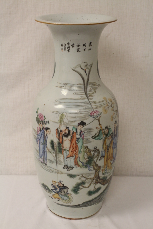 A large Chinese famille rose porcelain vase