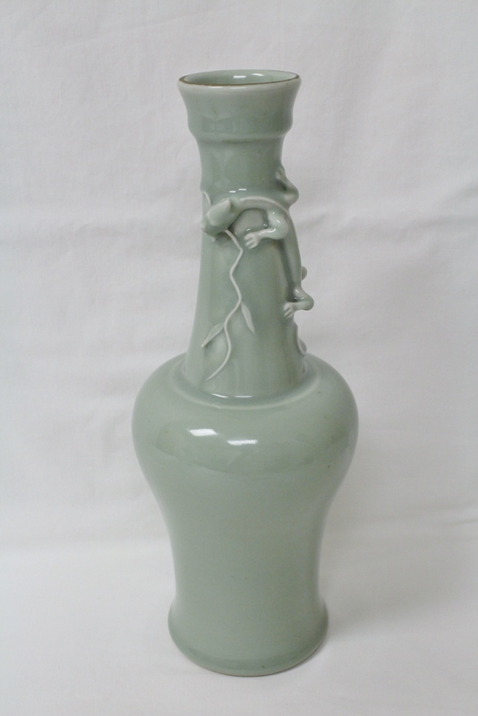 Chinese porcelain vase, Yungzheng mark and period