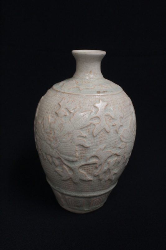 Chinese Song yingqing style porcelain vase