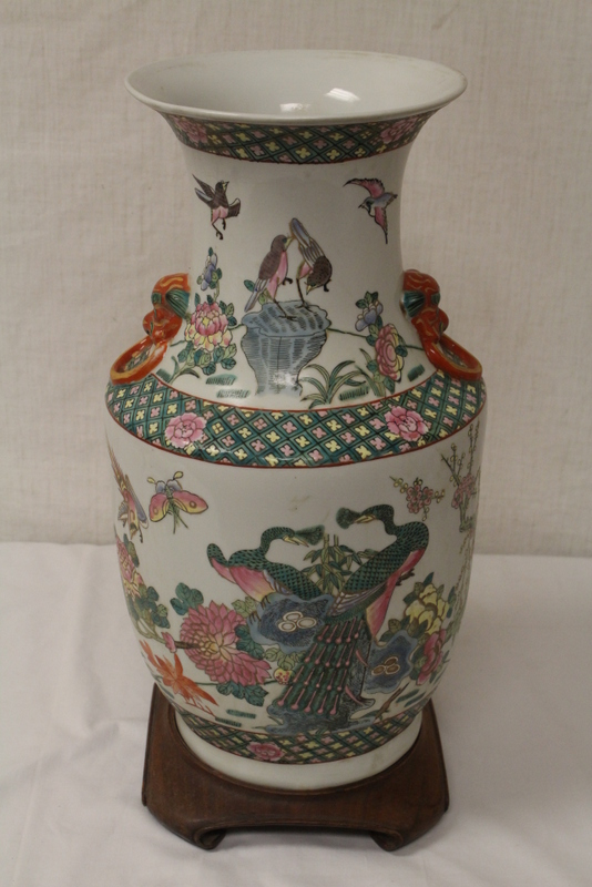 Chinese famille rose vase, Jiaqing mark