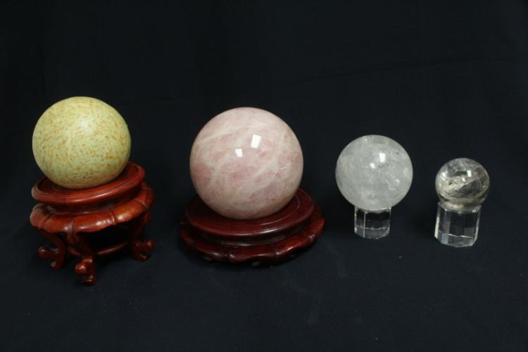 4 decorative balls