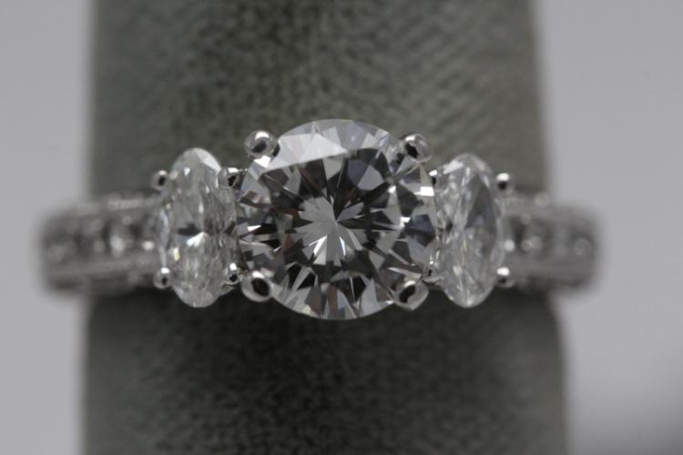 A beautiful 14K W/G diamond ring