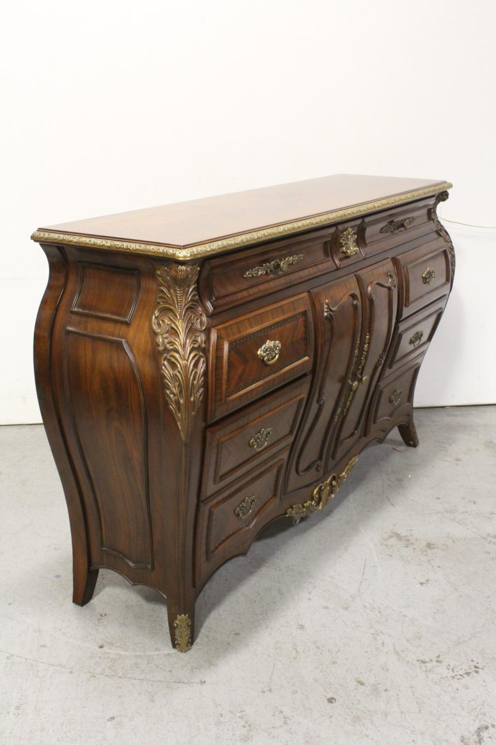 Lot 75: mahogany inlaid chest of drawers/cabinet