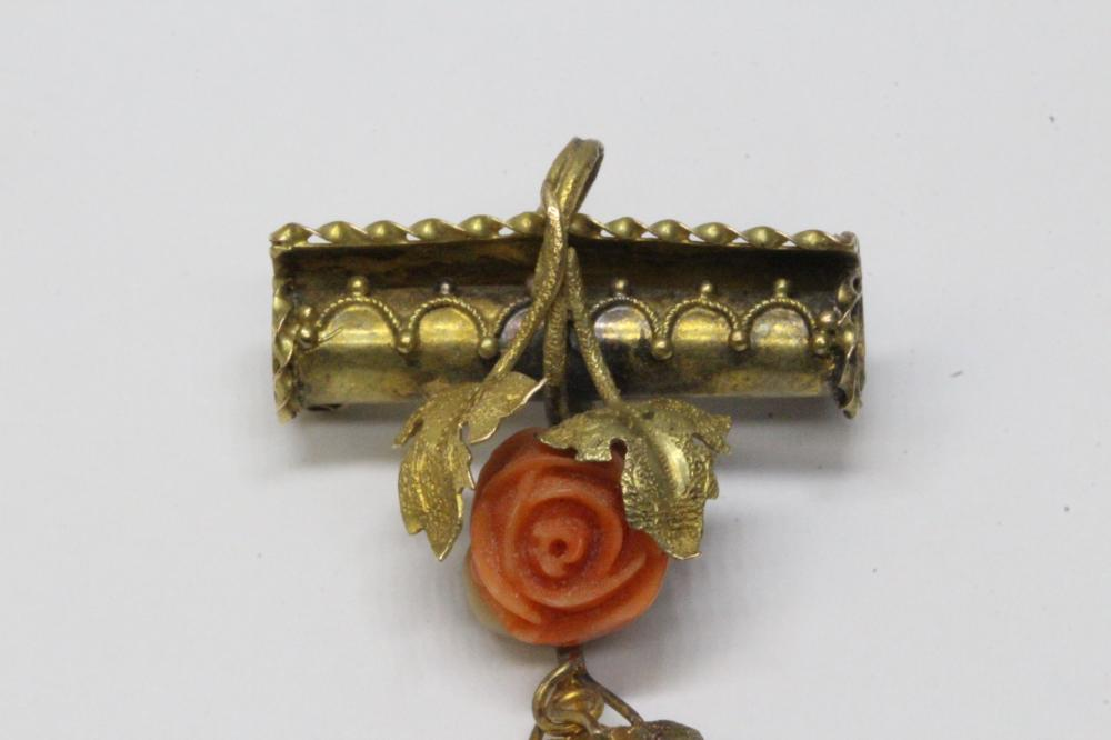 Lot 194: Chinese 14K Y/G brooch with coral