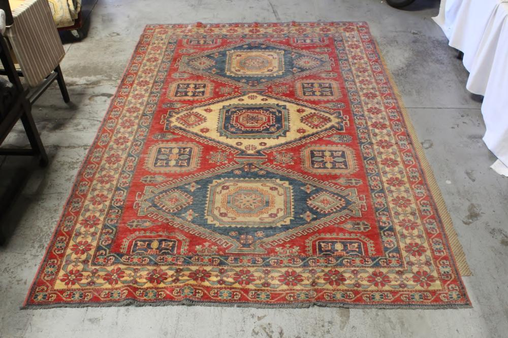 A beautiful large room size handmade Persian rug