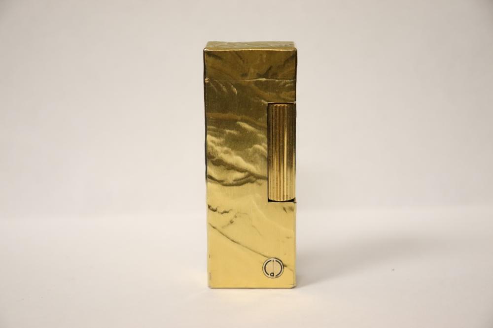 Lot 216: A Dunhill lighter