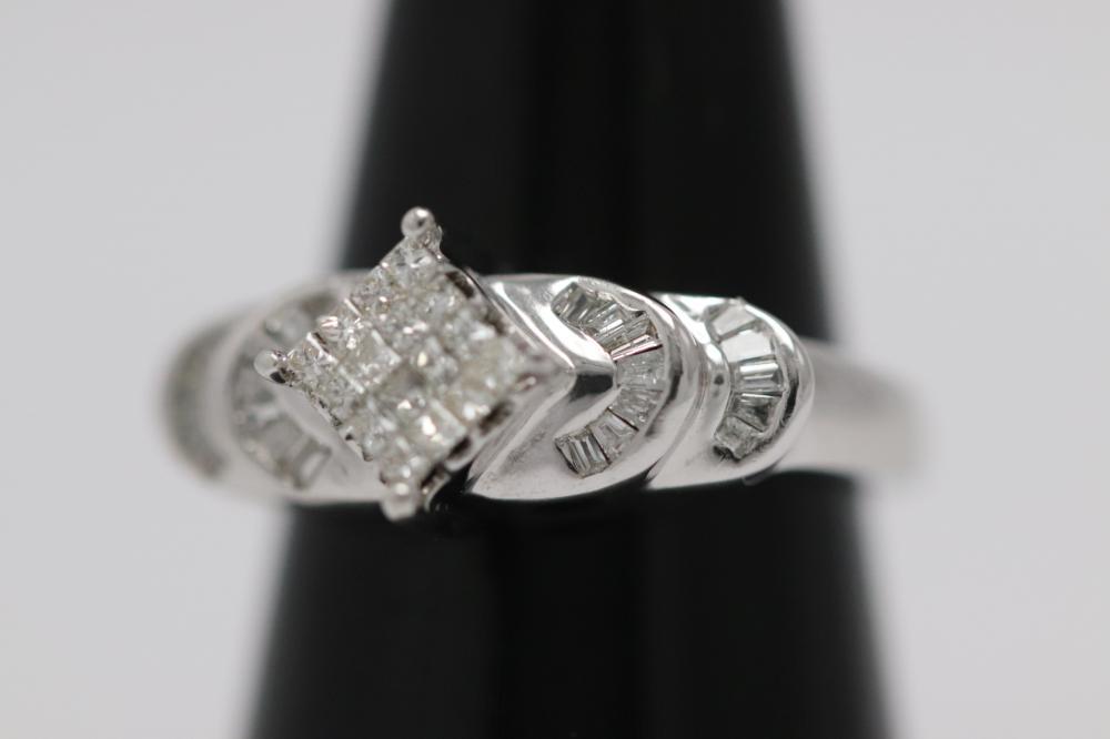 Lot 221: Beautiful 14K W/G diamond ring