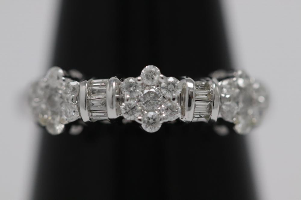 Lot 232: A beautiful 14K W/G diamond ring