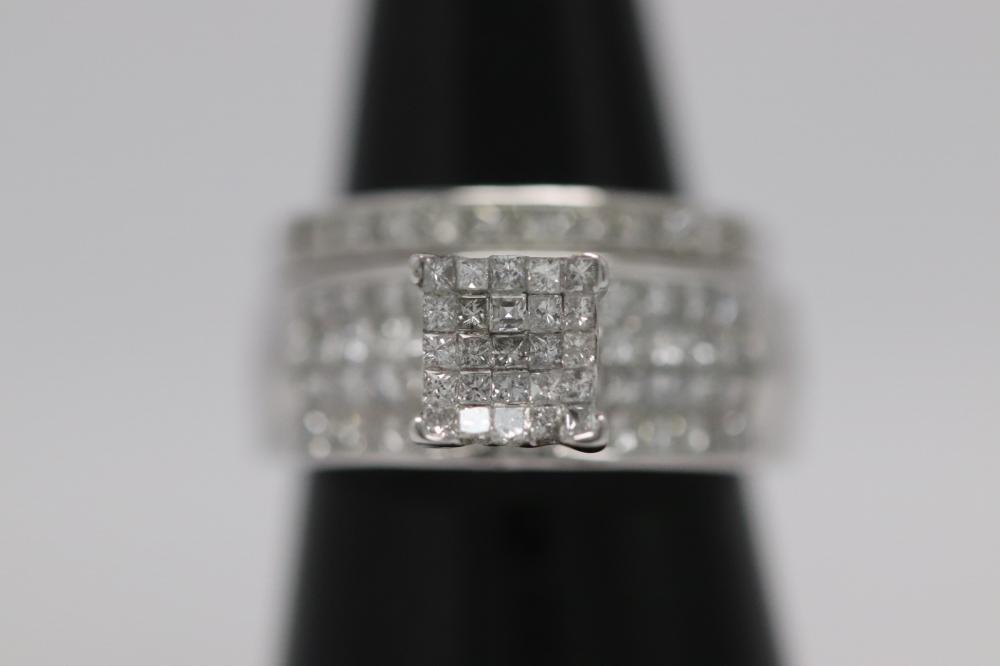 An 18K W/G diamond ring