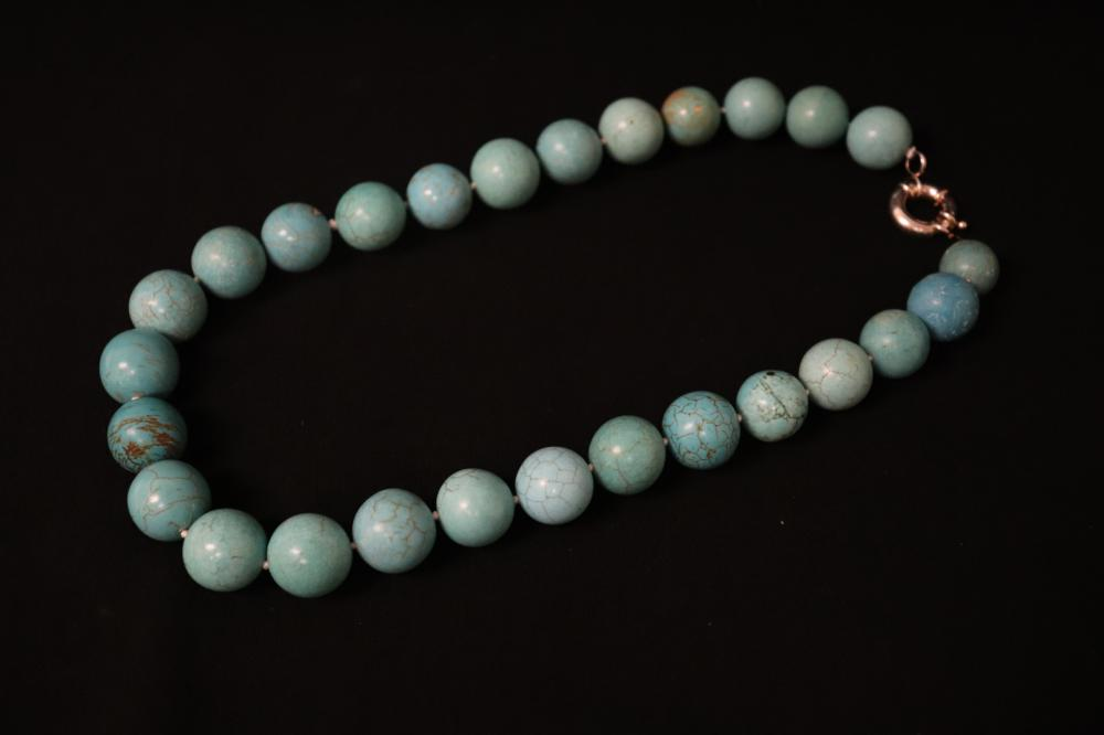 Lot 236: turquoise bead necklace with sterling silver clasp