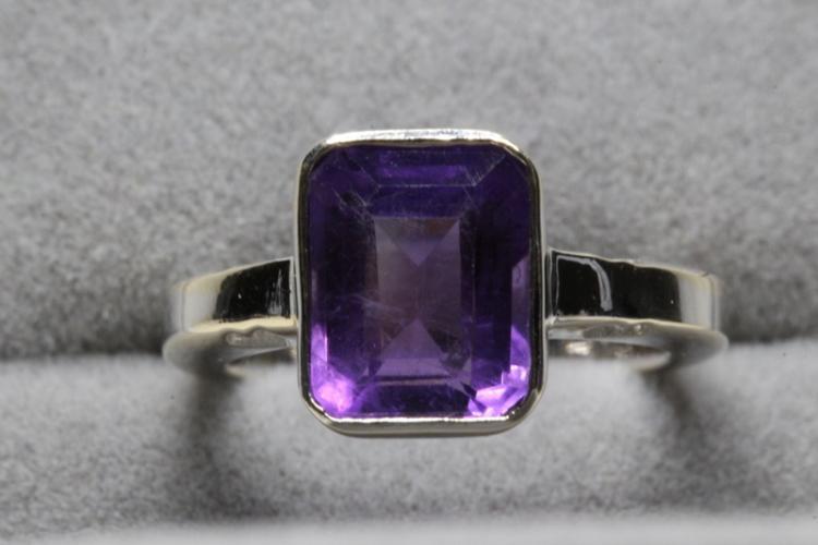18K W/G amethyst ring
