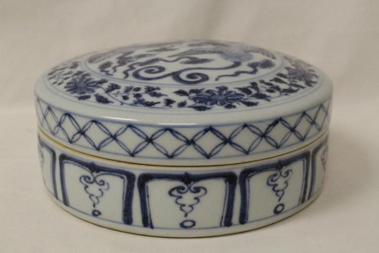 Chinese blue and white box painted with phoenix