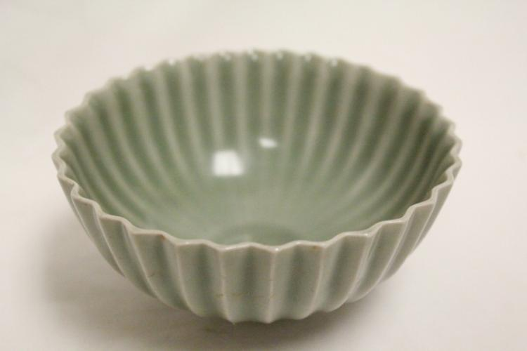 Chinese Song style green glazed bowl