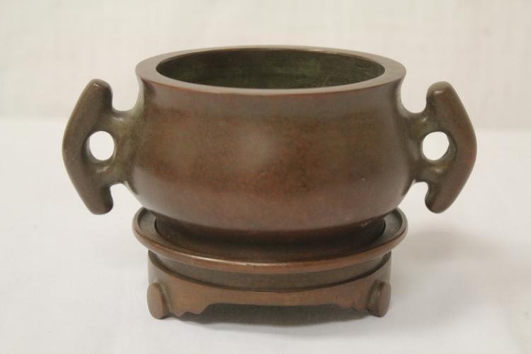 Fine Chinese bronze censer with bronze base