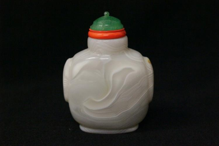 Chinese well hollowed agate snuff bottle